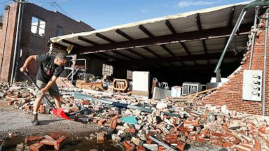 27 reported tornadoes rip through Iowa, devastating towns