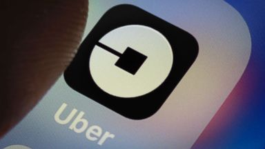 Uber rolls out panic button