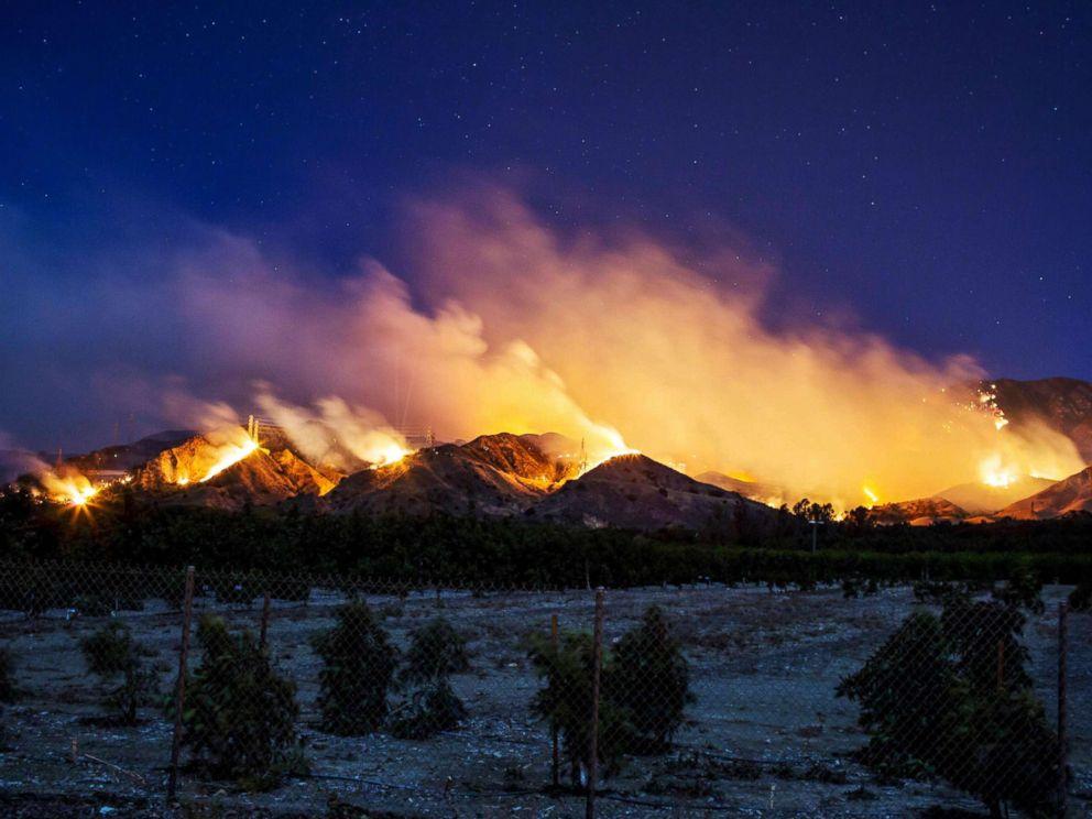 PHOTO: The Thomas Fire burns along a hillside near Santa Paula, Calif., on Dec. 5, 2017.<p itemprop=