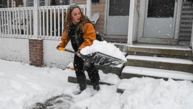 Snow wreaks havoc on East Coast, causing commuter chaos and leaving at least 7 dead