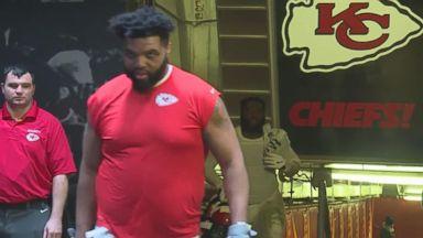 A good Samaritan gives Kansas City Chiefs player a lift
