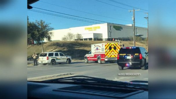 1 Dead, 3 Shot After Attempted Robbery at San Antonio Mall