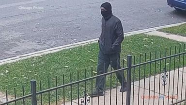Manhunt underway in Chicago for the murder of an elderly man