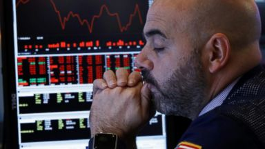 Dow down nearly 556 points, more than 4% lower for week